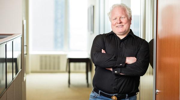"""Die Zukunft als eine wünschenswerte Option: """"3 Fragen an…"""" Chris Boos, CEO von Arago und KI Pionier"""