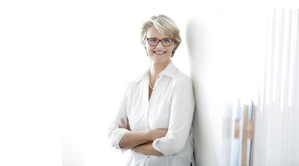 """Wertebasierte KI: """"3 Fragen an…"""" Bundesministerin für Bildung und Forschung, Anja Karliczek"""