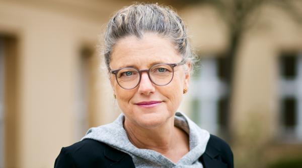 """Alles hat ein Ende: """"3 Fragen an…"""" Andrea Peters, Vorstandsvorsitzende media:net berlinbrandenburg e.V."""